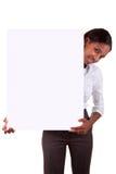 Donna africana che tiene una pubblicità Fotografie Stock Libere da Diritti