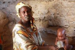 Donna africana con un bambino Fotografia Stock Libera da Diritti