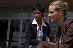 Donna africana di affari all'esterno fotografia stock libera da diritti