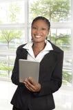 Donna africana di affari con il PC della compressa Fotografia Stock Libera da Diritti