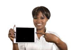 Donna africana di affari con il PC della compressa, spazio della copia libera Fotografie Stock