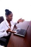Donna africana di Amrican con il calcolatore Immagine Stock Libera da Diritti