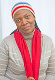 Donna africana nel clima freddo. Fotografie Stock Libere da Diritti