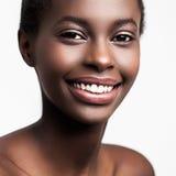 Donna africana sorridente Immagini Stock