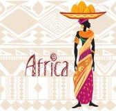 Donna africana in vestito etnico sul fondo dell'ornamento Immagini Stock Libere da Diritti