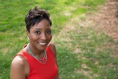 Donna afroamericana ben vestito Fotografie Stock Libere da Diritti