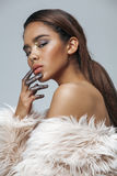 Donna afroamericana di giovane bellezza con modo fotografia stock libera da diritti