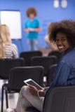Donna afroamericana informale di affari del ritratto Fotografie Stock