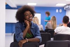 Donna afroamericana informale di affari del ritratto Immagini Stock