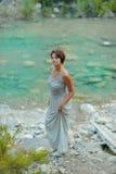 Donna al fiume Fotografie Stock