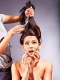 Donna al parrucchiere. Fotografie Stock Libere da Diritti