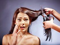 Donna al parrucchiere. Immagini Stock Libere da Diritti