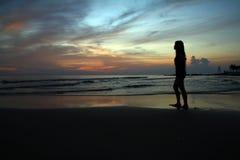 Donna al tramonto Immagini Stock Libere da Diritti