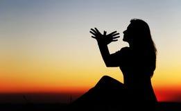 Donna al tramonto Fotografia Stock