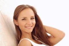 donna all'aperto sorridente Immagine Stock