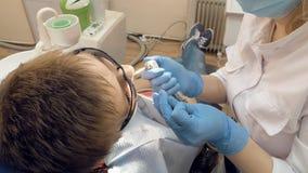 Donna all'ufficio della clinica medica del dentista Fotografia Stock Libera da Diritti