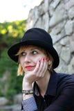 Donna alla moda che guarda nell'altra direzione Fotografie Stock Libere da Diritti