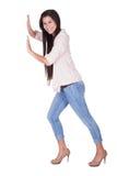 Donna alla moda che posa in una posizione di spinta fotografia stock