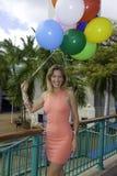 Donna alla moda con i palloni Fotografia Stock