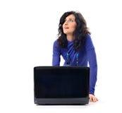 Donna alla moda con il computer portatile fotografie stock