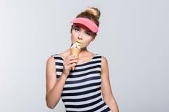 Donna alla moda con il gelato Immagine Stock Libera da Diritti