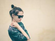 Donna alla moda con lo spazio della copia Fotografie Stock