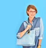 Donna alla moda della città con la borsa di cuoio Fotografia Stock Libera da Diritti