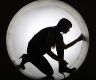 Donna alla moda della siluetta nel cerchio fotografie stock libere da diritti