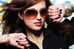 donna alla moda di bello fascino del fronte fotografie stock libere da diritti