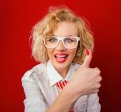Donna alla moda incoraggiante Fotografie Stock Libere da Diritti