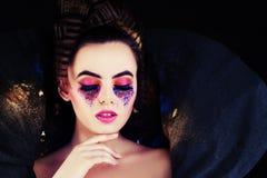 Donna alla moda Modello con trucco creativo e capelli Fotografia Stock Libera da Diritti