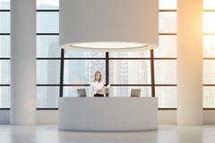 Donna alla reception rotonda Immagine Stock Libera da Diritti