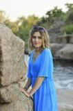 Donna alla roccia Fotografia Stock