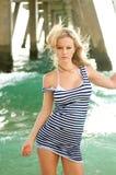 Donna alla spiaggia Fotografie Stock Libere da Diritti