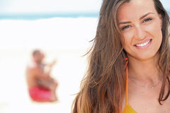 Donna alla spiaggia Fotografia Stock Libera da Diritti