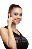 Donna allegra che comunica su un telefono Immagini Stock Libere da Diritti