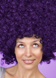 Donna allegra con coiffure divertente dei capelli immagine stock libera da diritti