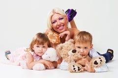 Donna allegra con i suoi bambini Fotografia Stock Libera da Diritti