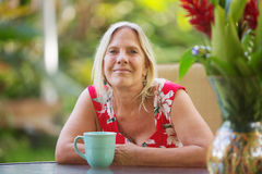 Donna allegra con il sorriso Fotografia Stock