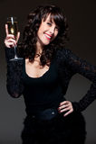 Donna allegra con vetro di vino Fotografie Stock Libere da Diritti