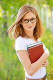 Donna-allievo con i libri in mani Fotografia Stock Libera da Diritti