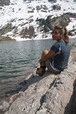 Donna in alpi Fotografie Stock Libere da Diritti