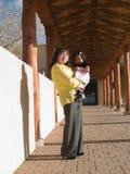 donna americana del nativo della figlia Fotografie Stock Libere da Diritti