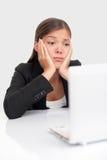 Donna annoiata di affari sul lavoro Immagini Stock Libere da Diritti