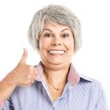 Donna anziana con i pollici su Fotografie Stock
