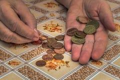 donna anziana con i problemi finanziari Immagine Stock