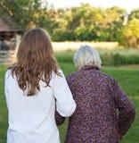 Donna anziana con il giovane medico Fotografia Stock