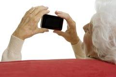 Donna anziana con il telefono astuto Fotografie Stock Libere da Diritti