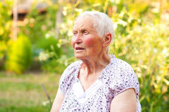 Donna anziana di conversazione Immagini Stock Libere da Diritti