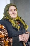 Donna anziana povera immagini stock